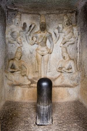 phallic: A Lingam en Krishna Mandapa Hindu Temple Cueva en Mahabalipuram en la regi�n de Tamil Nadu de la India meridional Un lingam o Linga es un objeto f�lico venerado como un s�mbolo de Shiva