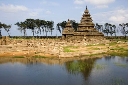 mamallapuram: Monolithic temples of the Shore Temple near Mahabalipuram in the Tamil Nadu region of southern India