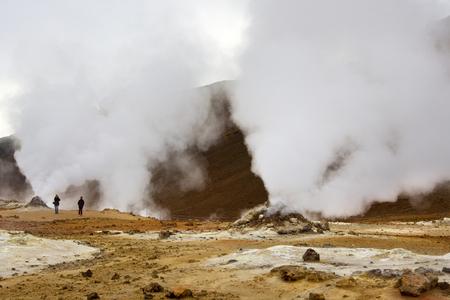 fumarole: Cocer al vapor fumarola en Namaskard �rea Geot�rmica de Islandia Foto de archivo