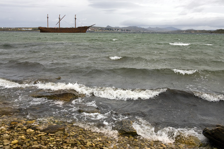 islas: Wreck of the Lady Elizabeth in Whalebone Cove near Stanley in the Falkland Islands  Islas Malvinas   Stock Photo