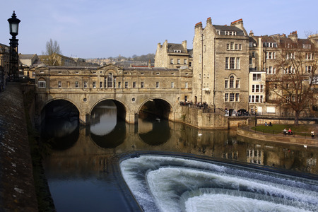 south west england: Poultney Bridge over the River Avon in the City of Bath in south west England