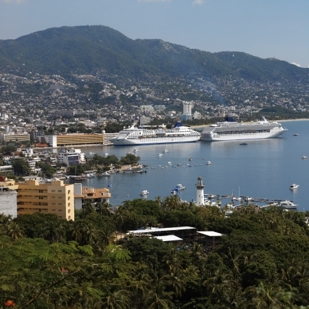 Cruise ships in Acapulco Bay on the Pacific coast of Mexico Standard-Bild