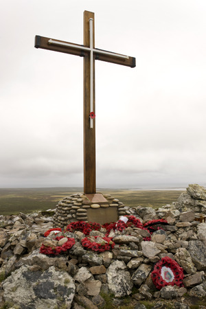 falklands war: Memorial to the dead of HMS Coventry sunk near here on 25th May 1982 - Pebble Island in West Falkland in the Falkland Islands (Islas Malvinas).
