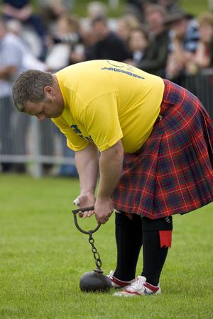 """lancer marteau: Sportif sur le �Jetez le marteau"""" au rassemblement Cowal. A Highland Games traditionnelles organis�es chaque ann�e � Dunoon en �cosse"""