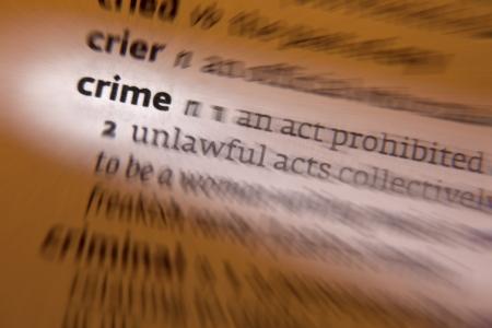 incartade: Crime - une action ou une omission qui constitue une infraction qui peut �tre poursuivie par l'Etat et est punissable par la loi. Banque d'images