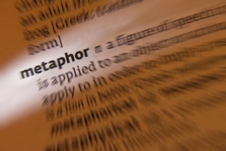 analog�a: Una met�fora es una figura ret�rica en la que se aplica una palabra o frase a un objeto o una acci�n a la que no es literalmente aplicable