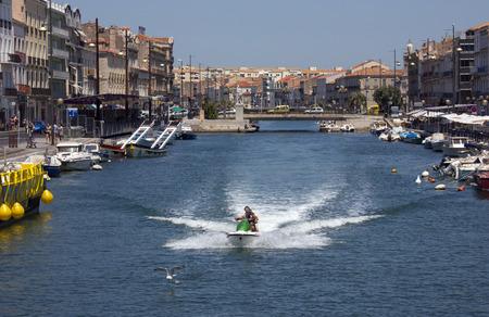 identidad cultural: La ciudad costera de Sete en la regi�n de Languedoc-Roussillon del sur de Francia Sete es un puerto y un centro tur�stico de playa en el mar Mediterr�neo con su fuerte identidad cultural, las tradiciones, la gastronom�a y dialecto