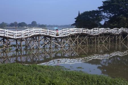 undulating: An undulating bridge over a lake in Monywa in the Sagaing Division of Myanmar - Burma
