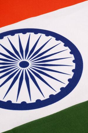 retained: Se adopt� la bandera nacional de la India en su forma actual durante una reuni�n de la Asamblea Constituyente celebrada el 22 de julio de 1947, cuando se convirti� en la bandera oficial de Dominio de la India La bandera fue conservada posteriormente como la de la Rep�blica de la India