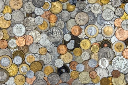 monedas antiguas: Moneda - Una colecci�n de viejas monedas de todo el mundo. Foto de archivo
