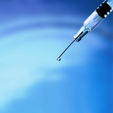 inyeccion intramuscular: Jeringa hipod�rmica - se utiliza para administrar f�rmacos por inyecci�n intravenosa o intramuscular