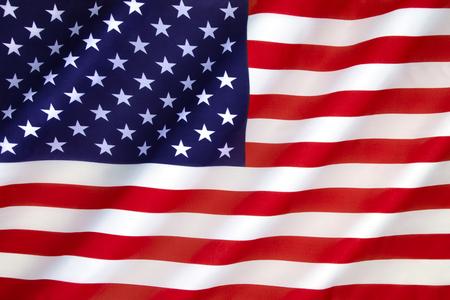 미국 국기 - 플래그에있는 50 개의 별은 미국 50 개 주를 대표하며 13 개의 줄무늬는 영국 왕국으로부터 독립을 선언 한 13 개의 영국 식민지를 대표합니 스톡 콘텐츠