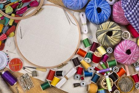 bordados: Artesan�as - costura y bordado - con espacio para el texto Foto de archivo