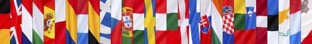 bandera uk: Las 28 banderas de la Unión Europea - Alemania, Reino Unido, Francia, Italia, España, Polonia, Rumania, Holanda, Bélgica, Grecia, República Checa, Portugal, Hungría, Suecia, Austria, Bulgaria, Dinamarca, Finlandia, Eslovaquia, Irlanda, Croacia , Lituania, Slovinia, Letonia, Foto de archivo