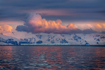 antarctic peninsula: The Midnight sun over the icebergs of the Drake Passage near the Antarctic Peninsula in Antarctica.