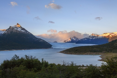 los glaciares: First rays of dawn sunlight on the peaks around the Perito Moreno Glacier is a glacier located in the Los Glaciares National Park in Patagonia in the southwest of Santa Cruz province in Argentina.