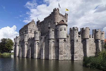 Het Gravensteen - een middeleeuws kasteel in de stad Gent in België. Het huidige kasteel werd gebouwd in 1180 door graaf Filips van de Elzas om een 9e-eeuws houten kasteel te vervangen.