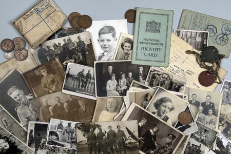 Genealogia - Storia familiare - Vecchie fotografie di famiglia risalenti al 1890 circa fino al 1950 circa. Editoriali