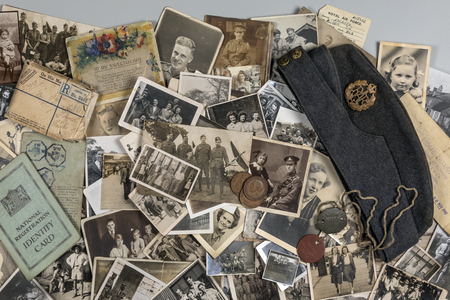 Genealogy - Family History - Old family photographs dating from around 1890 up to about 1950. 新聞圖片