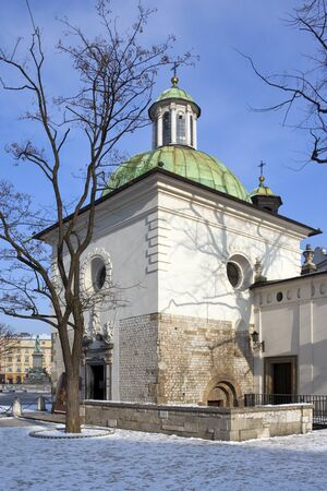 The small Church of St Adalbert in the main market square in Krakow, Poland. it is the old church in Krakow and dates from around 990AD. Stockfoto