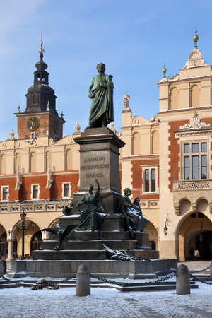 The statue of Adam Mickiewicz by the Cloth Hall in the main market square (Rynek Glowny) in the old town area of the city of Krakow, Poland. Dates from 1895. Redactioneel
