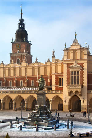 The Cloth Hall (Sukiennice) and Town Hall Tower in the main market square (Rynek Glowny) in Krakow in Poland. The statue is of Adam Mickiewicz.  The Cloth Hall dates from 1895. Redactioneel