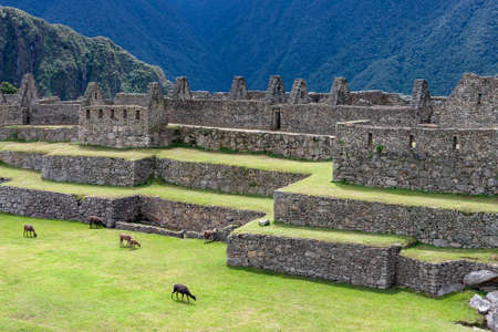 The Inca city of Machu Picchu in Peru. Although known locally, it was not known to the Spanish during the colonial period and was unknown to the outside world until American historian Hiram Bingham brought it to international attention in 1911. Foto de archivo