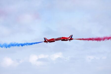 high flown: Red Arrows synchro pair captured at passing point
