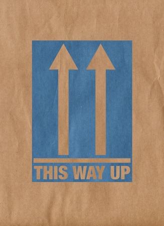 This way up message on shipping box Standard-Bild