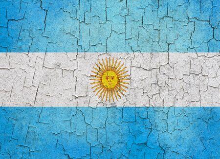 bandera argentina: Bandera argentina sobre un fondo grunge agrietado Foto de archivo