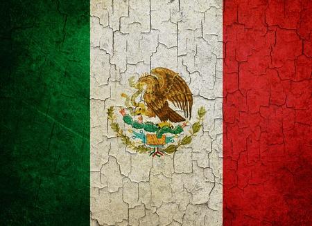 Mexican flag on a cracked grunge background Standard-Bild