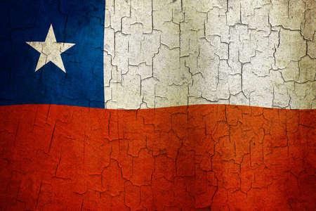 bandera chilena: Bandera chilena sobre un fondo grunge agrietado