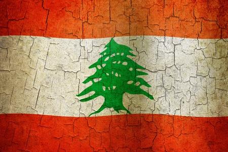 Bandiera libanese su uno sfondo grunge crackizzati Archivio Fotografico