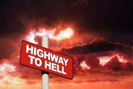 Highway to hell segno contro un cielo rosso