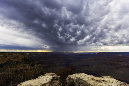 Grand Canyon - Wütender Himmel Standard-Bild - 90059857