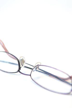 얕은 포커스 독서 안경의 높은 키 샷
