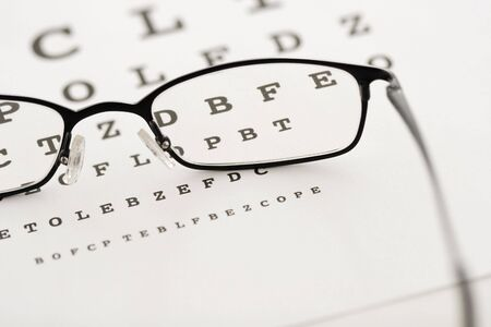 sight chart: Gafas en una prueba gr�fica