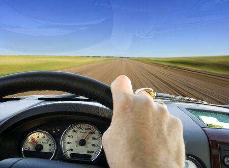 huir: Conducci�n caminos rurales para escapar de la gran ciudad (motion blur)