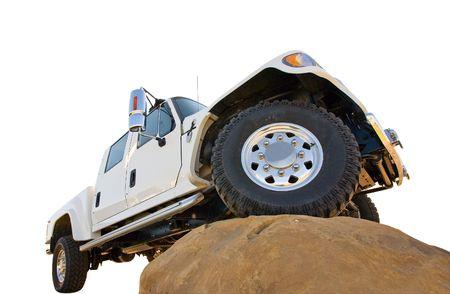 4 wheel: A 4 ruedas motrices de camiones en la cima de una gran roca (centrarse en la rueda delantera)  Foto de archivo