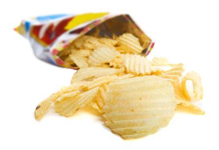 rimpeling: Gemorst zak chips rimpel op een witte achtergrond Stockfoto