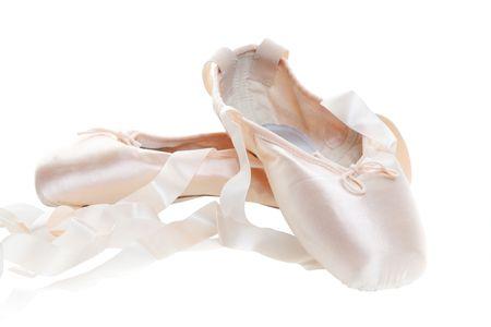핑크 발레 신발 흰색 배경에 고립 된 앞 신발에 초점. 스톡 콘텐츠