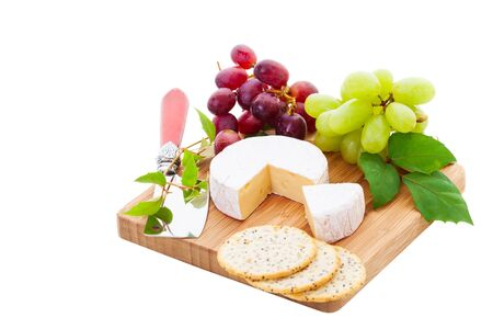 Brie Cheese and crackers with grapes on a white . 版權商用圖片