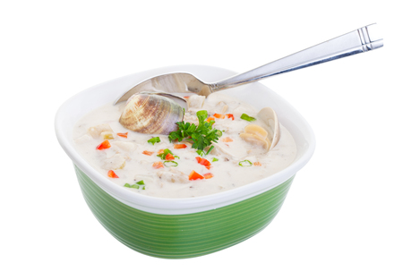 A bowl of New England Clam Chowder soup with a clipping path.  版權商用圖片