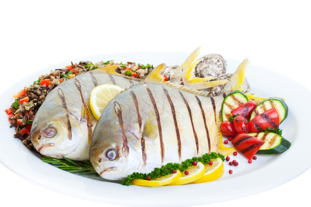 Grilled Pompano fish with wild rice ,vegetables and oysters on a white background. 版權商用圖片