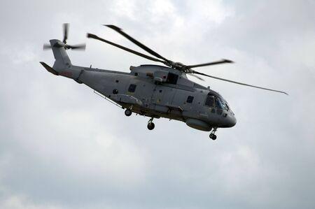 mago merlin: RNAS Merlin ataque de helic�pteros en el suelo papel