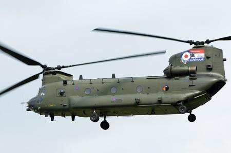 chinook: Waddington, Inghilterra, Regno Unito - 3 luglio: Chinook HC2 da No.18 Squadron a Waddington International Air Show il 3 luglio 2011 a Waddington, Inghilterra, Regno Unito.