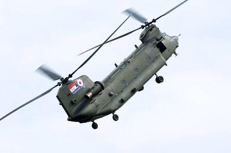chinook: WADDINGTON, Inghilterra, Regno Unito - 3 luglio: Chinook HC2 dal No.18 Squadron a Waddington Internazionale Air Show il 3 luglio 2011 in Waddington, Inghilterra, Regno Unito.