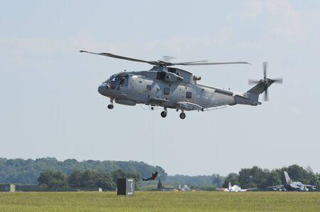 mago merlin: Waddington, Inglaterra, Reino Unido - 03 de julio: la Royal Navy Merlin HM1 de 824 NAS en Waddington International Air Show el 3 de julio de 2011 en Waddington, Inglaterra, Reino Unido.