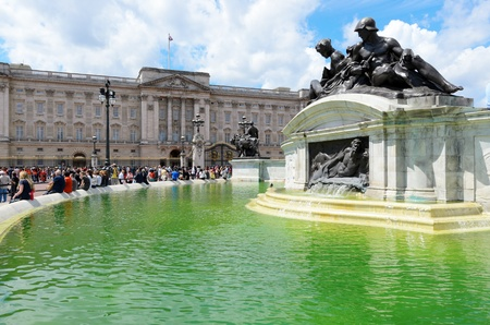 marble palace: London, England - June 30th, 2012: The Victoria Memorial in the centre of Queen