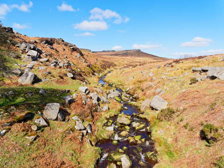 Burbage Brook winds across the Derbyshire Peak District with Higger Tor in the backgound Banco de Imagens